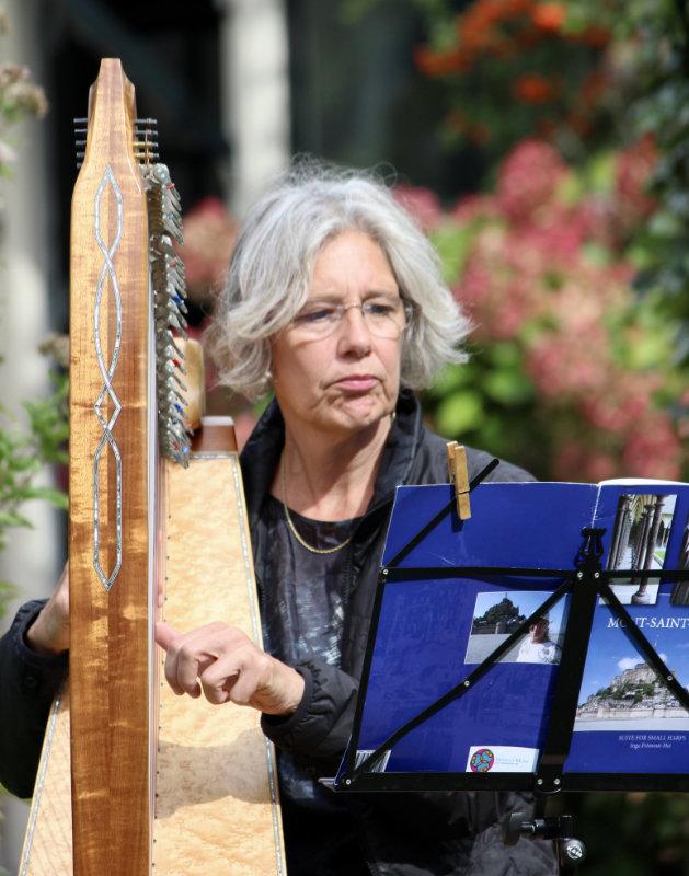 Harpiste Ida van der Lee